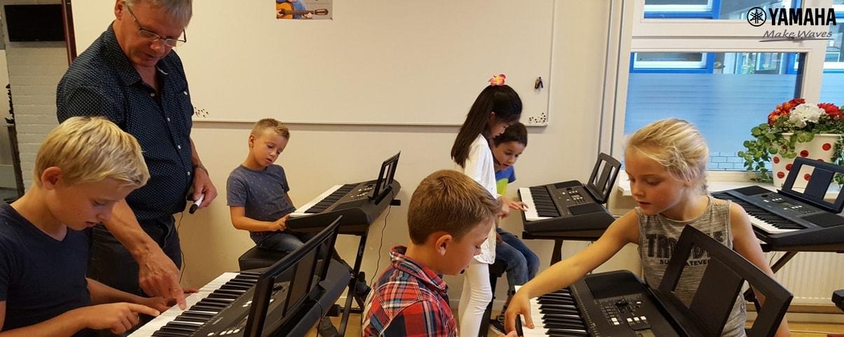 nên học đàn organ hay guitar